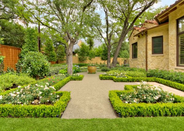 How To Use Hedges In Contemporary Exteriors
