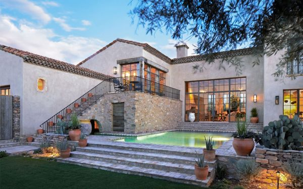 Rustic Charm And Natural Beauty In A Farmhouse From The Sonoran Desert