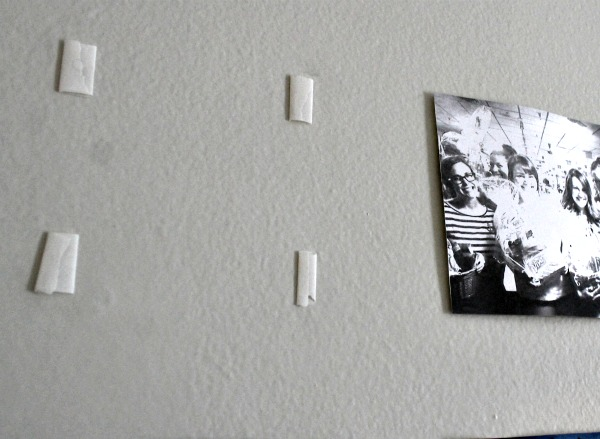 How To Mount Photo Frames On Wall Without Nails