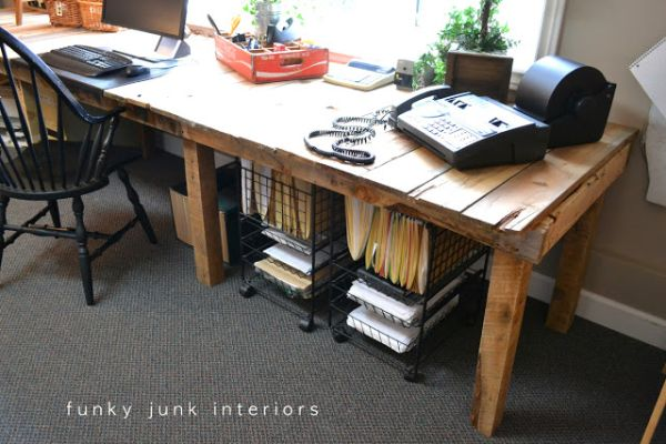 19 DIY Pallet Desks A Nice Way To Save Money And Customize Your