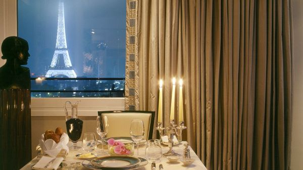 Top 10 most expensive and luxurious hotels in paris for Hotel douglas paris