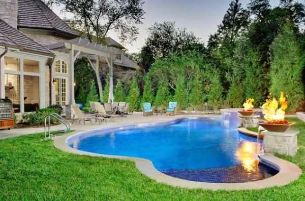 10 freeform pools that perfectly adapt to your landscape for Outdoor pool decorating ideas