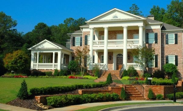 Traditional Front Yard Landscaping