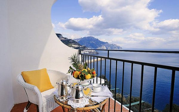 21 hotel balconies features the most amazing views in the for The balcony hotel