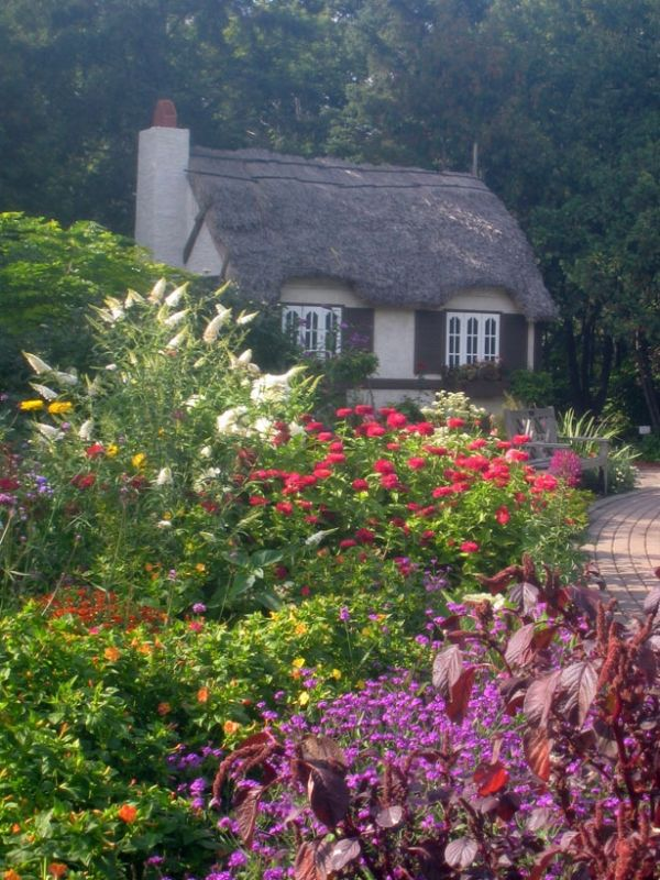 22 peaceful cottage designs that seem like taken from a for Decoration style anglais cottage