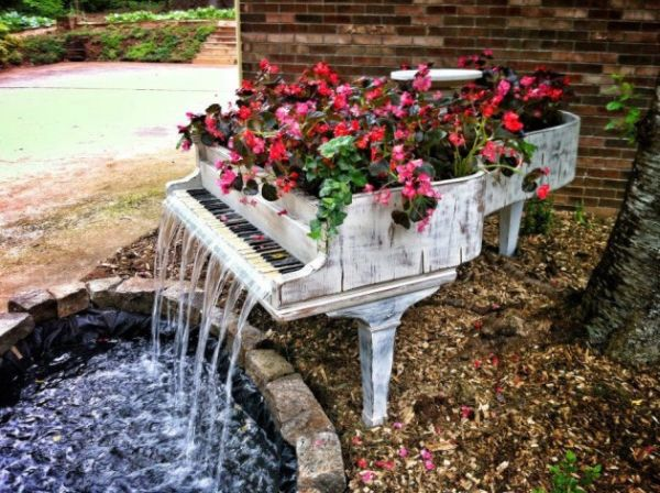 old-piano-turned-into-outdoor-fountain