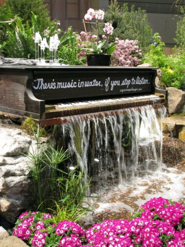 old-piano-turned-into-outdoor-fountain1