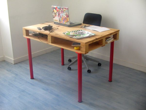 19 DIY pallet desks a nice way to save money and to customize