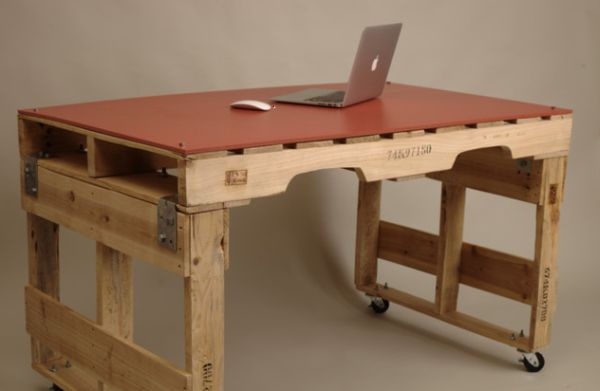 Simple Desk Design 19 diy pallet desks – a nice way to save money and to customize