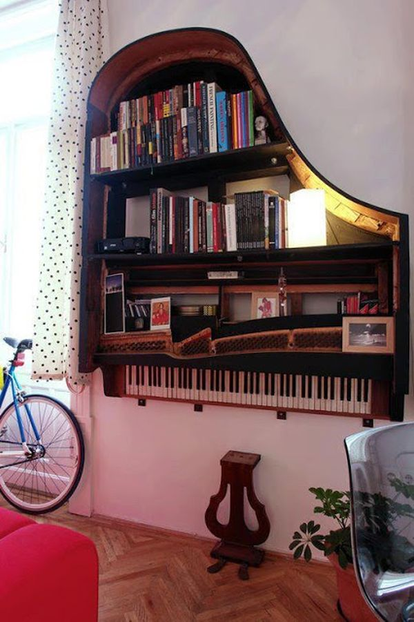 wall-shelf-old-piano