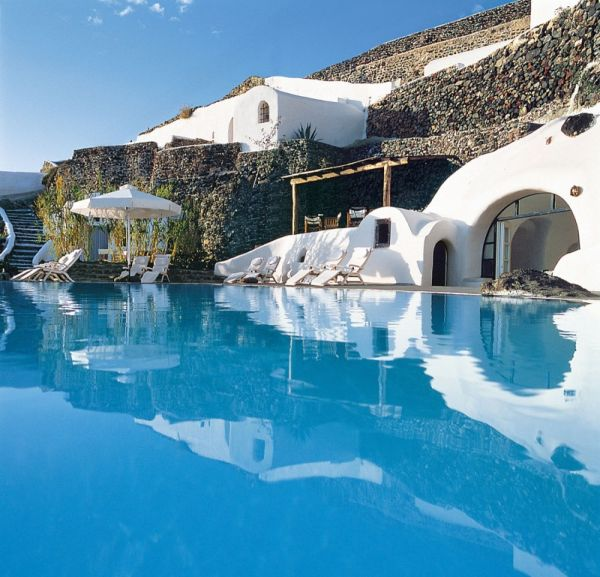 Perivolas Oia Santorini Offers You The Ultimate Luxury Features For A Perfect Vacation