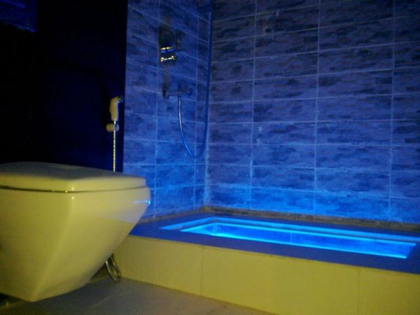 Captivating LED Lights Up A Modern Tub.