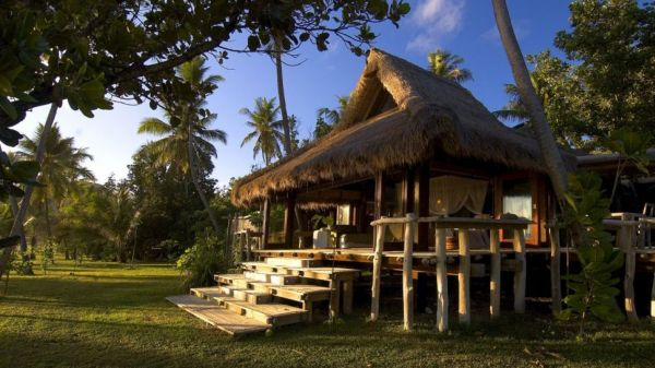 top 10 stunning seychelles resorts for an unforgettable vacation. Black Bedroom Furniture Sets. Home Design Ideas