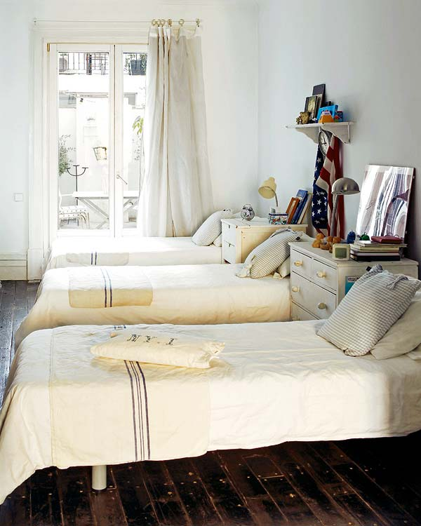 Old Apartment: A Peaceful And Stylish Home With Beautiful Antique Features
