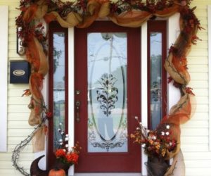 Get Into The Seasonal Spirit – 15 Fall Front Door Décor Concept