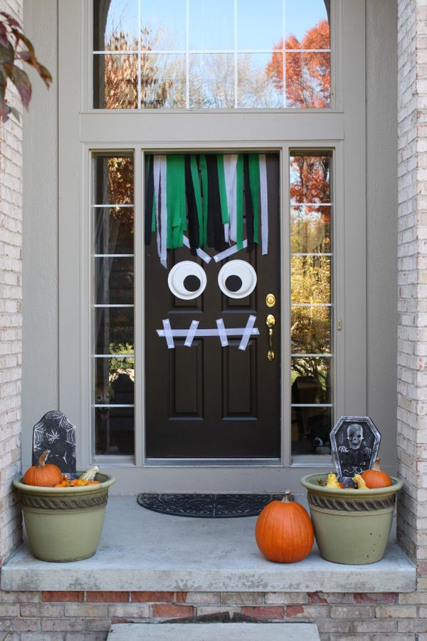 the best 35 front door decors for this years halloween - At Home Halloween Decorations