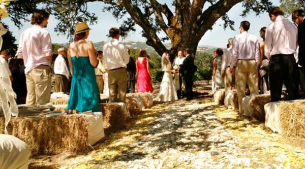 Straw Bale Seating For Your Wedding – Unconventional But Not As ...