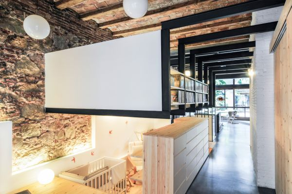 Old dry cleaning shop converted into a modern family home - Despachos de arquitectura en barcelona ...