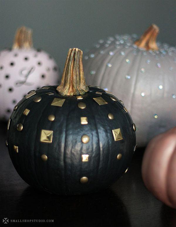 154f6c05d461 15 Glam Pumpkin Designs For A Glitzy Fall And Halloween Décor