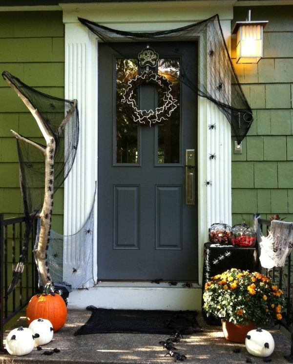 home decorating trends homedit - Halloween Front Doors
