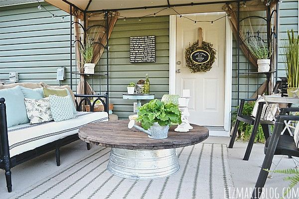 15 beautiful diy coffee tables for Outdoor tables made out of wooden wire spools