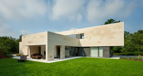 Contemporary House In La Bilba Na With A Geometric