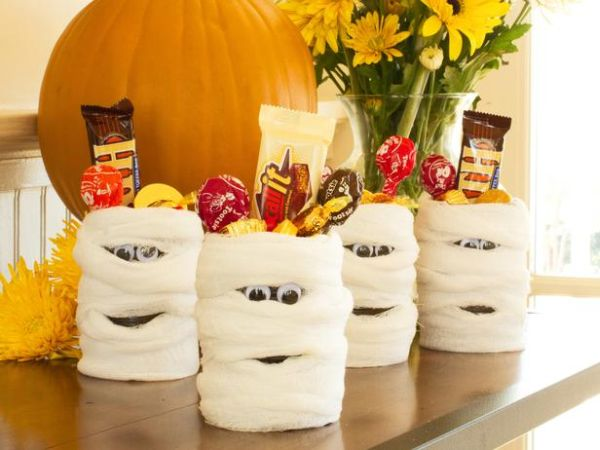 21 halloween party favors your guests are bound to love - Halloween Party Decoration Ideas