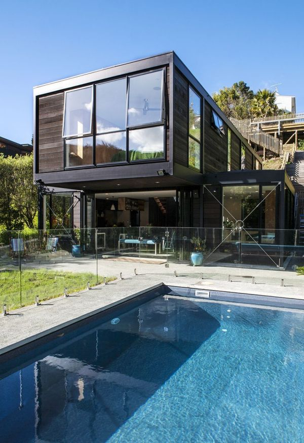Contemporary post beam residence at the bottom of a for Design hotel zeeland
