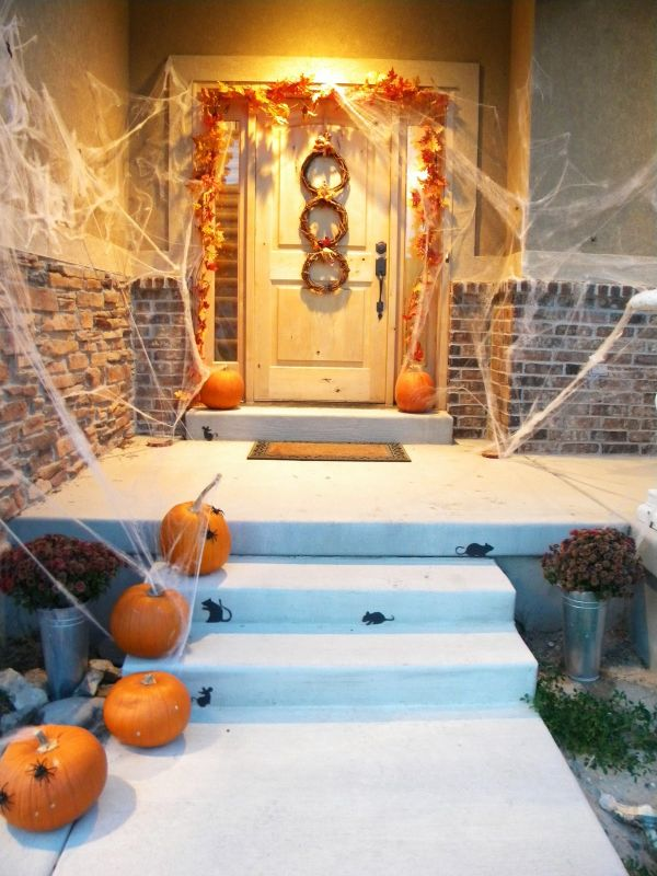 & The Best 35 Front Door Decors For This Yearu0027s Halloween pezcame.com