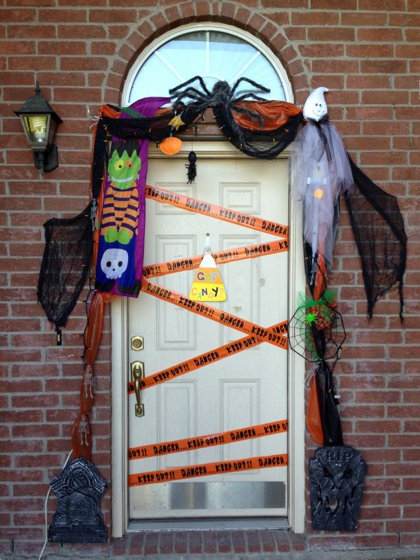the best 35 front door decors for this years halloween - Homemade Halloween Door Decorations