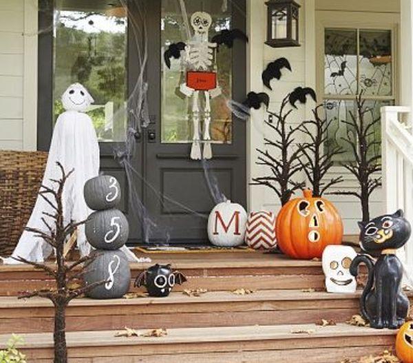 The best 35 front door decors for this year s halloween - Decoracion casa halloween ...
