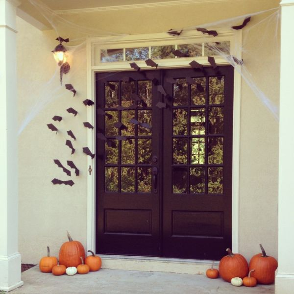 home decorating trends homedit - Creative Halloween Door Decorations