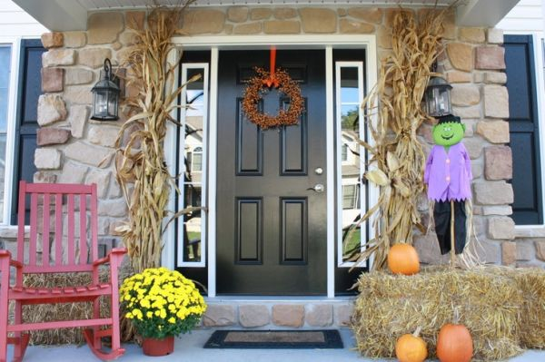 The best 35 front door decors for this year s halloween for Front of house magazine