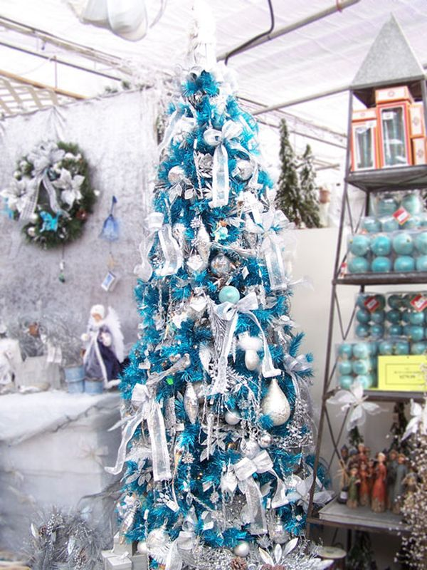 9 glamorously blue - Christmas Decoration Theme Ideas
