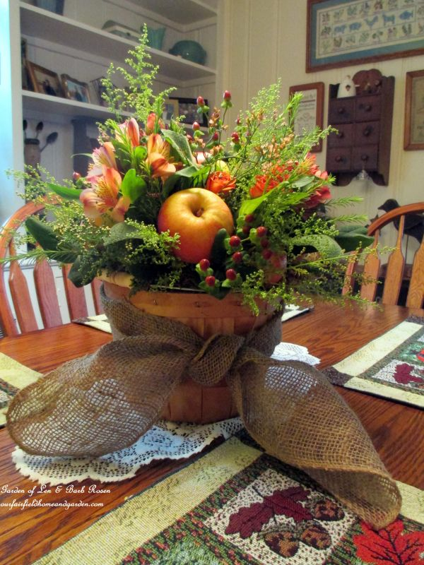 24 diy thanksgiving centerpiece ideas that will charm your for Diy thanksgiving floral centerpieces
