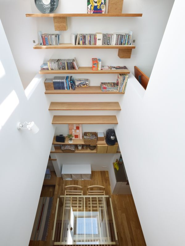 Narrow House in Japan With A Vertically Living Space