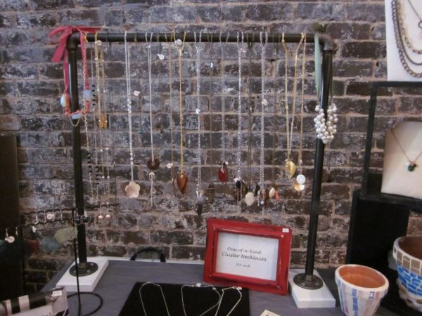 36 Ways To Stay Organized With DIY Jewelry Holders