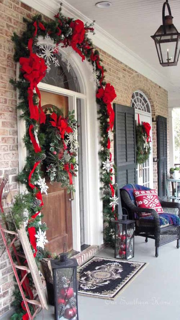 Porches and patios dressed for christmas ideas and for Igloo decoration noel exterieur