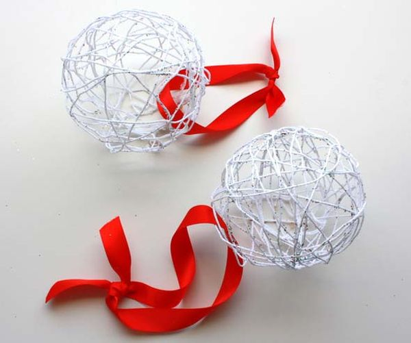 45 diy creative and easy christmas tree ornaments view in gallery solutioingenieria Image collections