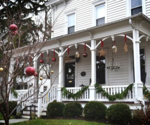 Porches and Patios Dressed for Christmas: Ideas and Inspiration