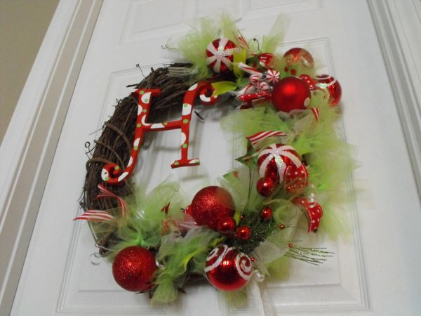 22 beautiful and easy diy christmas wreath ideas view in gallery solutioingenieria Image collections