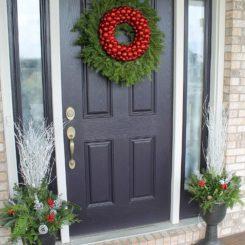20 Creative Christmas Front Door Decorations