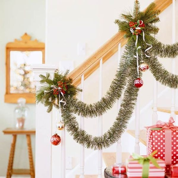 view in gallery - Staircase Christmas Decorating Ideas