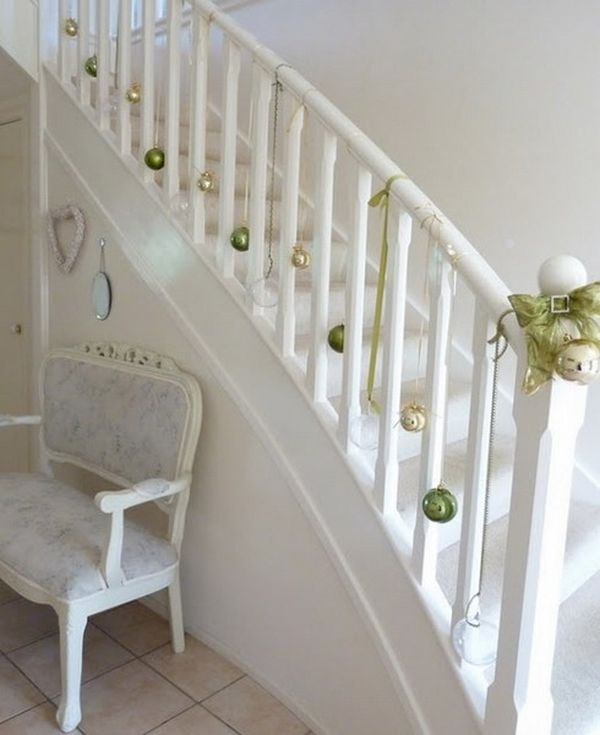 Perfect Decorate The Stairs For Christmas U2013 30 Beautiful Ideas Design Ideas
