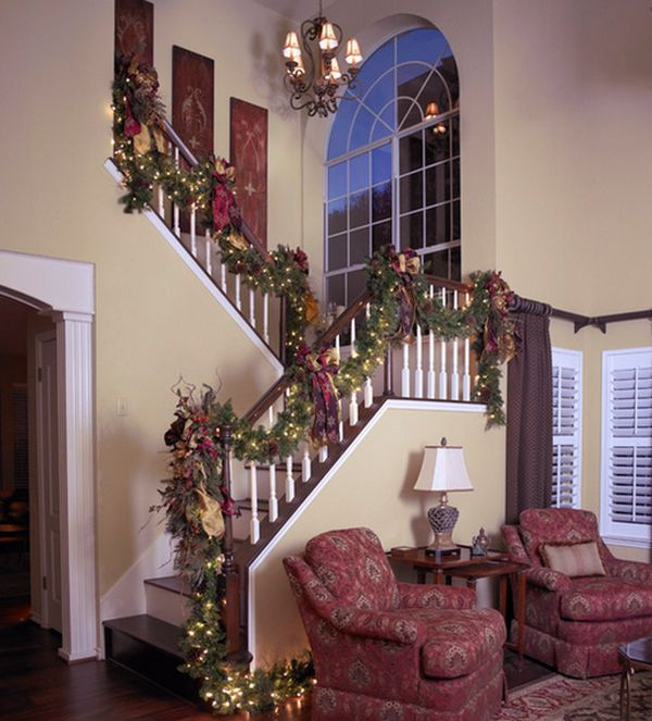 How To Decorate A New Home: Decorate The Stairs For Christmas