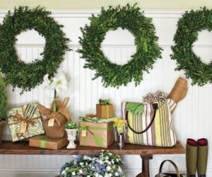 8 Fun & Festive Christmas Entryways