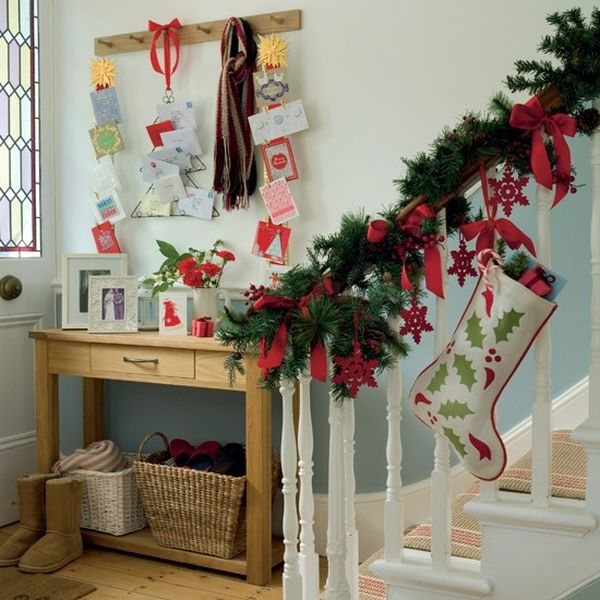 Attractive Decorate The Stairs For Christmas U2013 30 Beautiful Ideas