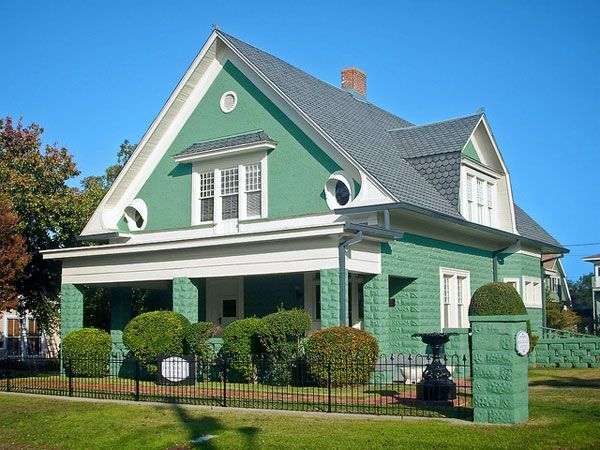 Beautiful green houses of all shades for Beautiful interior painted houses