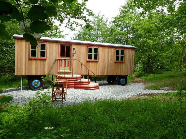 Unconventional Homes: Constance, a Cozy Caravan