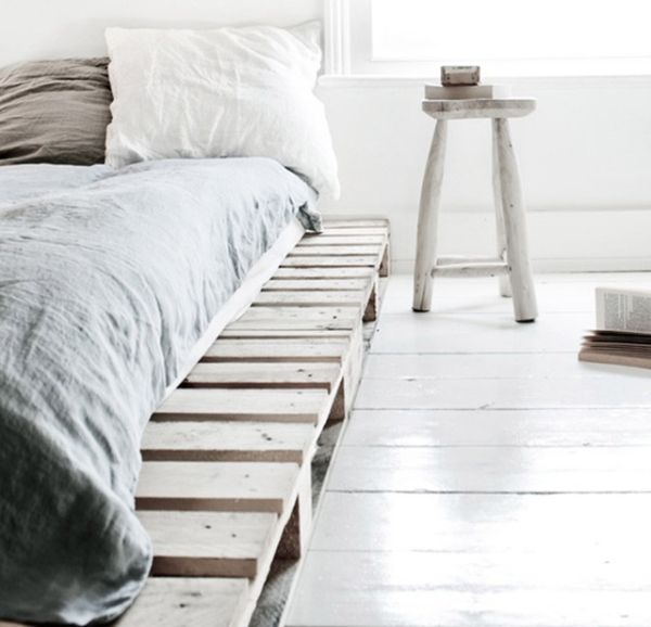 pallet addicted 30 bed frames made of recycled pallets. Black Bedroom Furniture Sets. Home Design Ideas